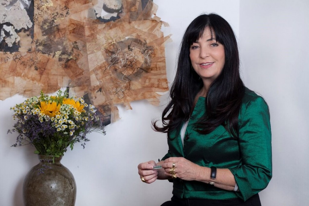 אסתי די-נור בסטודיו וואבי-סאבי