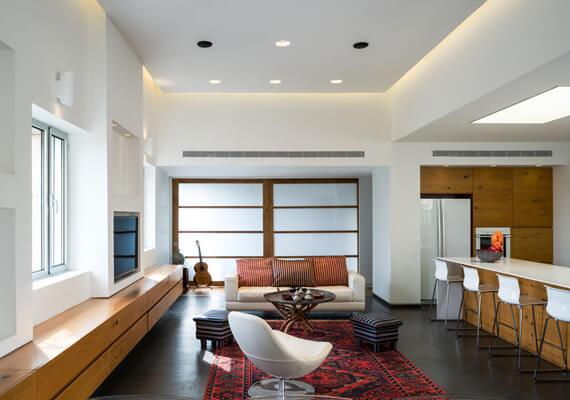מגורי המשרתים בבית ערבי ישן בשכונת טלביה הפכו לדירה מרווחת